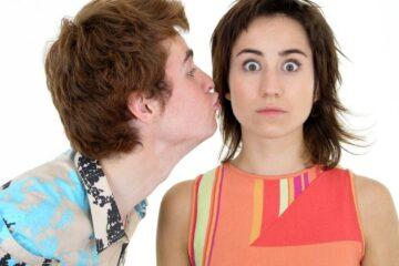 Bacio sulla guancia: quando è reato?