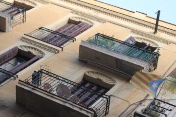 Balcone aggettante: chi paga i danni?