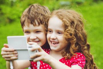 Foto minori su Internet: limiti di età, autorizzazione e normativa